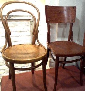 Антикварные стулья.