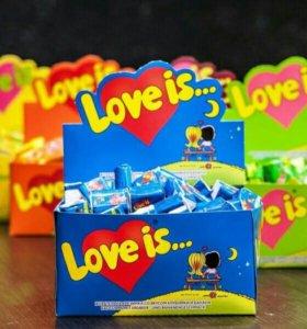 Коробка жвачки LOVE IS...