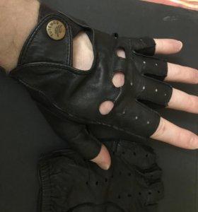 Кожаные перчатки автомобильные