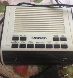 Радиоприёмник с часами.ROLSEN CR-100W.
