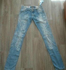 Новые джинсы размер 26-27