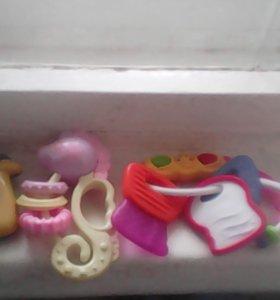 Игрушки и погремушки для самых маленьких