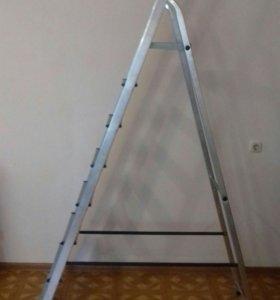 Стремянка алюминиевая на 8 ступеней.