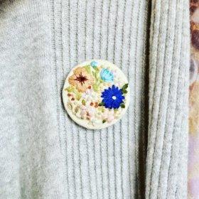 Брошь с вышивкой «Spring»