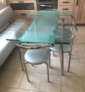 Кухонный стол, стулья и диван