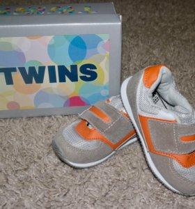 """Детские кроссовки фирмы « Twins"""",размер 22"""