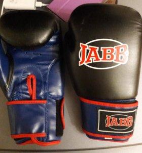Боксёрские перчатки и защита