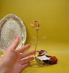 Цветок с кристаллами