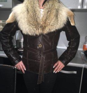 Кожаная куртка с мехом лисы в идеальном состоянии
