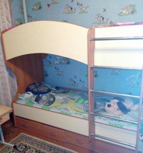 Кровать 2 ярусами
