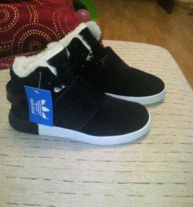 Новые зимние женские кроссовки