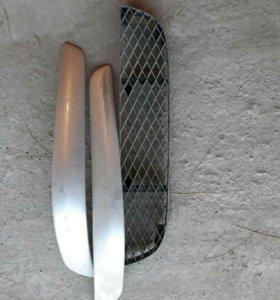 решетка и молдинги от переднего бампера