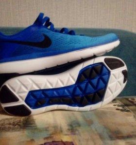 Кроссовки Nike. В отличном состоянии.