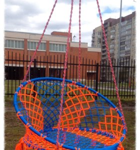 Подвесное плетеное кресло-качель