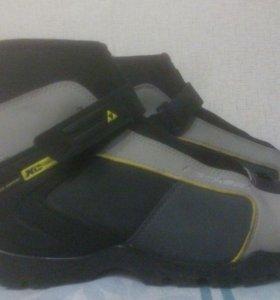 Мужские лыжные ботинки 43-44 р-р