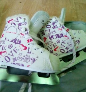 Продам детские коньки 25размер
