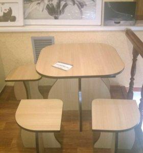 Стол и 4 табуретки