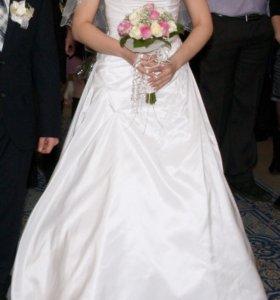 Свадебное платье с меховой накидкой и фатой