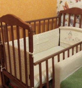 Кроватка детская 2шт с наборами в кроватку+матрасы