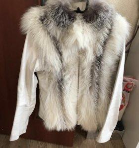 Кожаная куртка- жилетка с мехом лисы