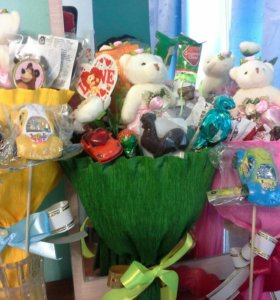 Оригинальные букеты из игрушек и конфет