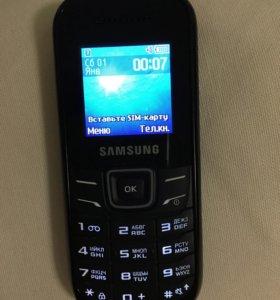 Телефон Samsung E1200M