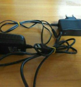 2 зарядных устройств