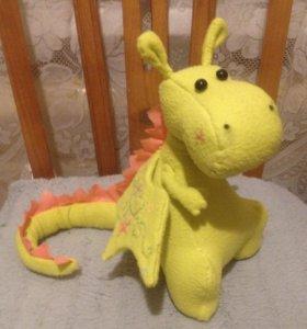 Плюшевый дракон из флиса