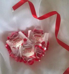 Композиции и букеты из конфет