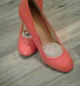 Туфли лаковые.р38на37.5