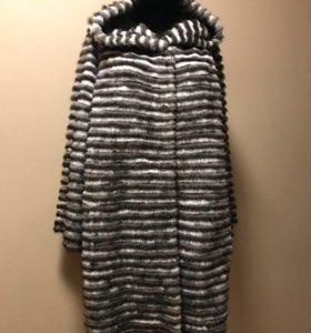 Меховое комбинированное пальто с капюшоном