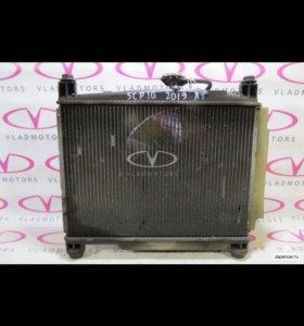 Радиатор на Toyota Vitz