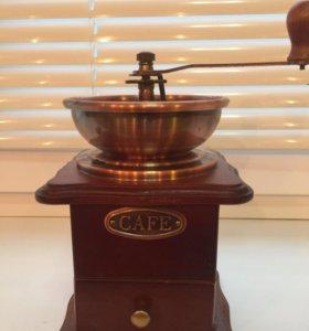 Кофемолка механическая, деревянная