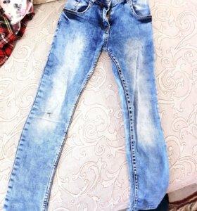Узкие джинсы на девочку
