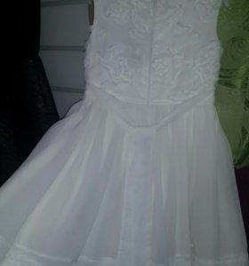 Платье белое 104р.