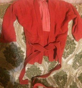 Верх от кимоно красное.