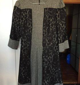 Шерстяное платье с кружевом