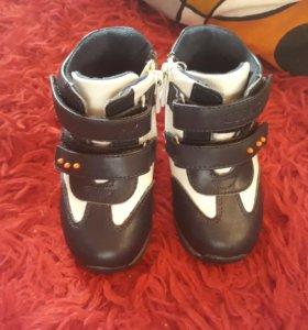 Детские ботинки.