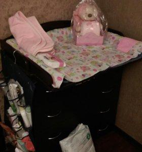 Детская кроватка и пеленальный столик(комод)
