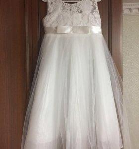 Платье для девочки, состояние нового