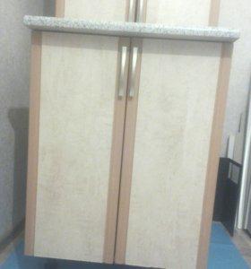 Шкаф и стол 2 х створчатый.