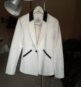 Белый пиджак жакет springfield