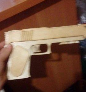 Пистолет стреляюший резинками