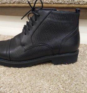 Женские демисезонные ботинки новые