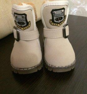 Продам детскую обувь,новая 22 размера.