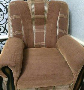 Продам диван и два кресла,б/у в хорошем состоянии.
