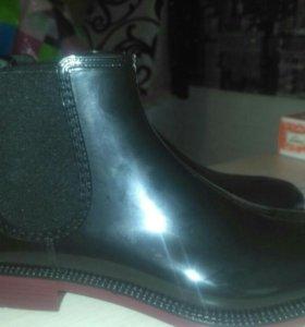 Ботинки резиновые новые