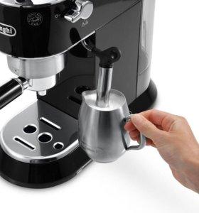 Рожковая кофеварка Delonghi dedica EC 680.BK
