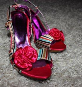 Новые яркие туфли Pantera