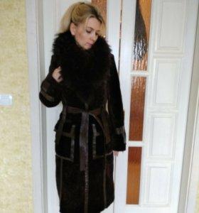 Дизайнерское зимнее пальто из мутона